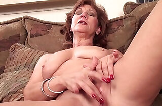 Mature mom Brook playing with shaved pussy