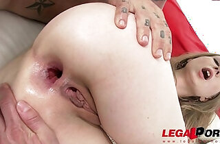 Stunning nympho Areana Fox vapes with her asshole gets double penetration