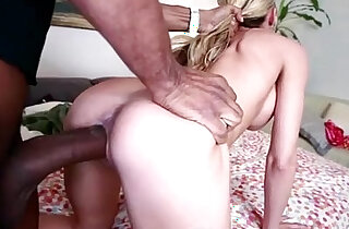 Stunning Lady Blowing Cock