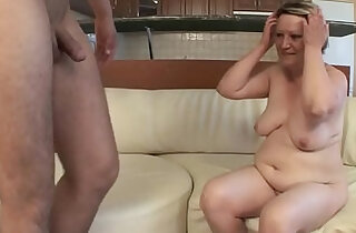 OLD HOUSEWIFE FUCKS her pussy WITH YOUNG BOY !!