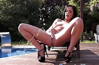 Glamour babe masturbating outdoors